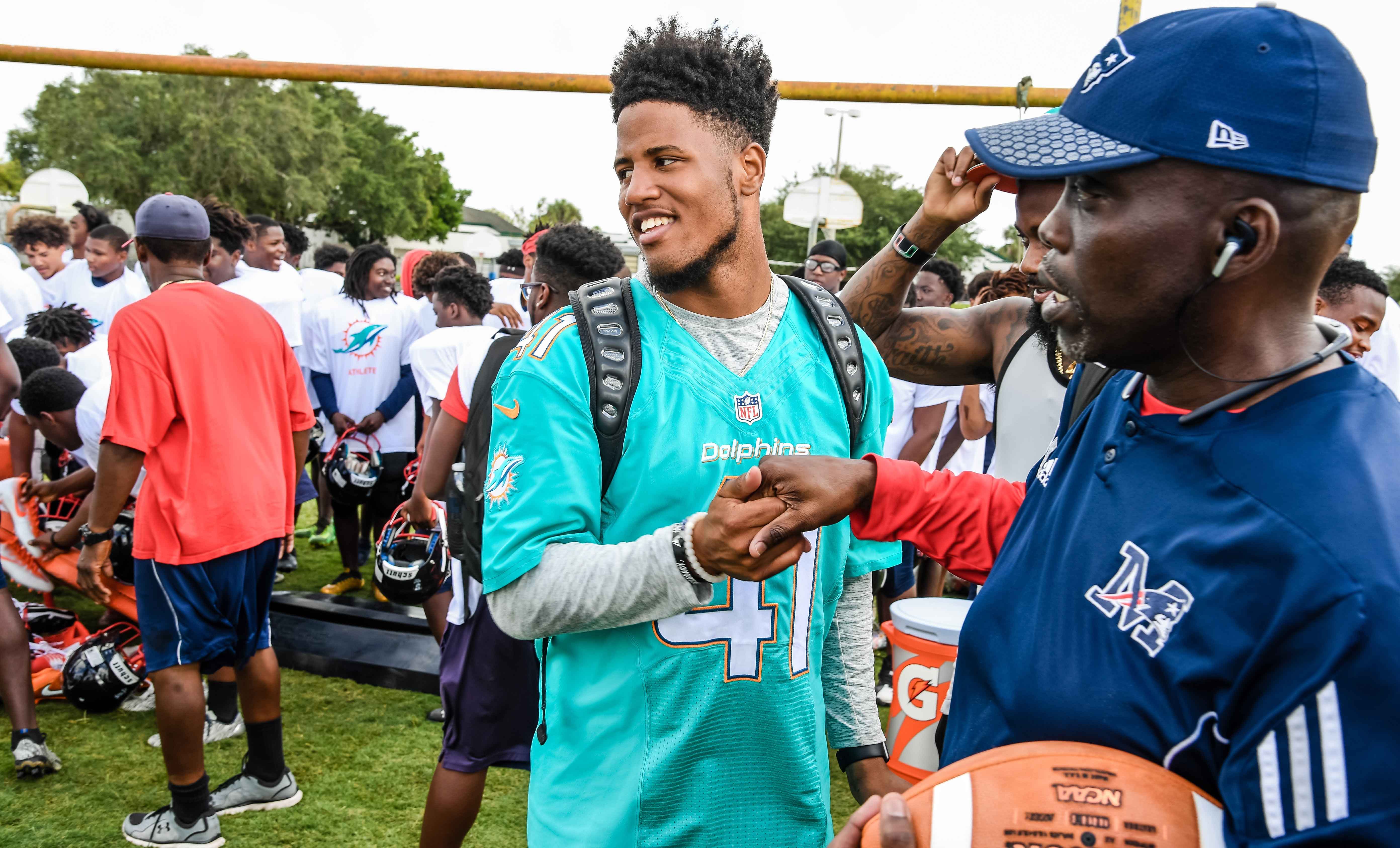 Miami Dolphins waive Howard